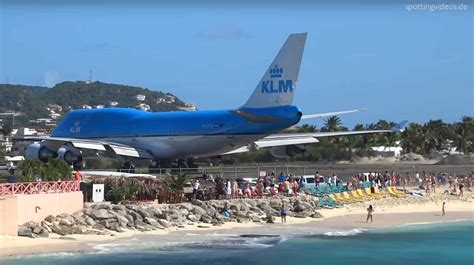 747 Blowing People Off The Beach